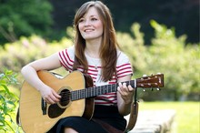 Lindsay Straw Folk Guitarist and Vocalist