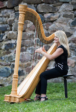 Harpist Laurie Leigh