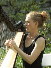 Harpist Shelley Otis